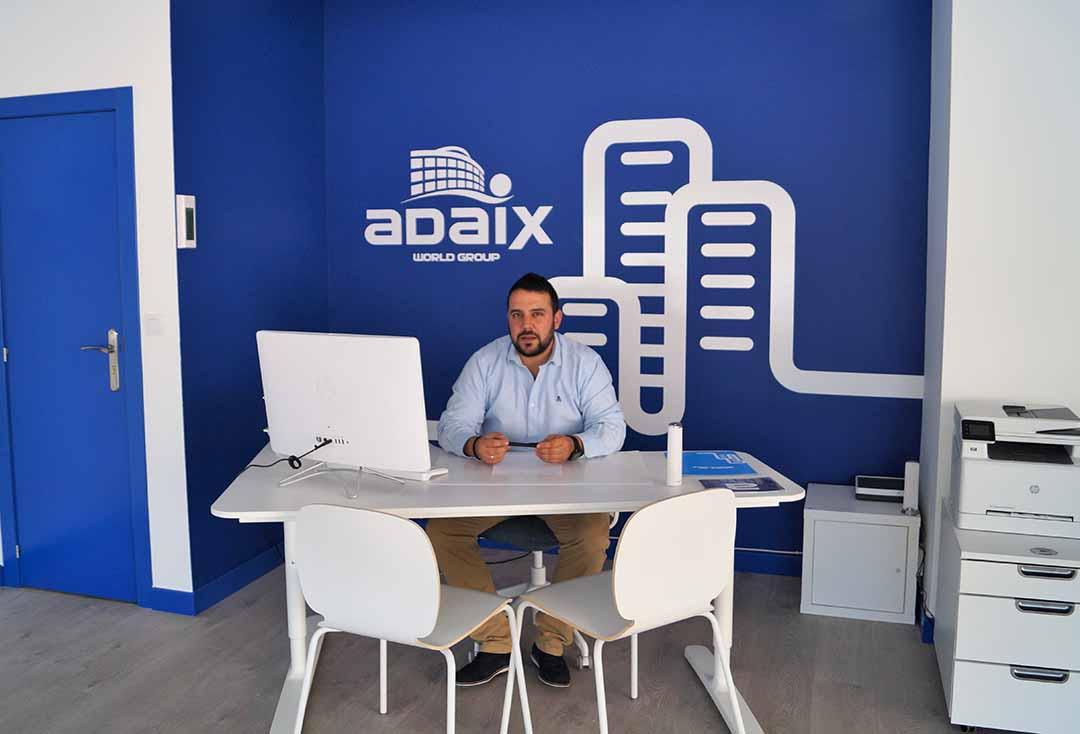 Gerente Adaix León