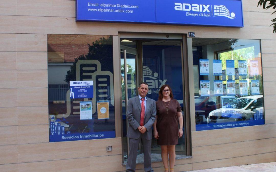El agente inmobiliario Adaix de El Palmar, abre su agencia inmobiliaria en un elegante local en la provincia de Murcia